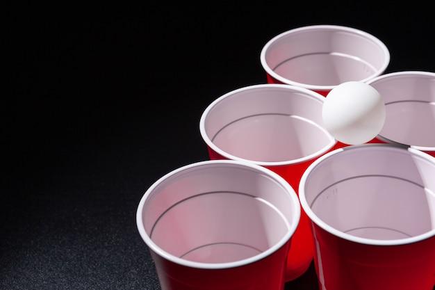 Jogo de cerveja pong da faculdade