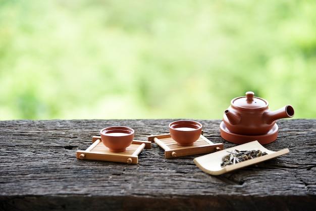 Jogo de chá chinês estilo bebida oriental em verde natural