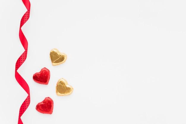 Jogo, de, ornamento, corações, perto, fita