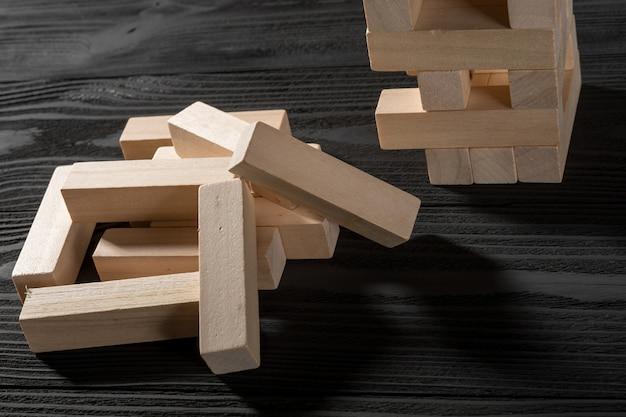 Jogo de pilha de blocos de madeira