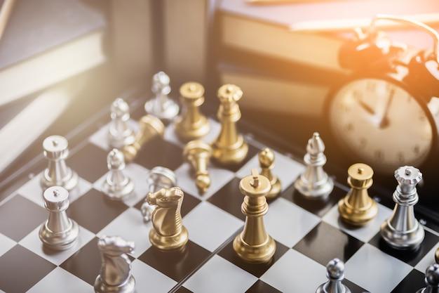 Jogo de tabuleiro de xadrez conceito de negócio de concorrência com imagem de imagem embaçada