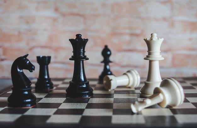 Jogo de tabuleiro de xadrez para idéias e estratégia de negócios, conceito de planejador de negócios.