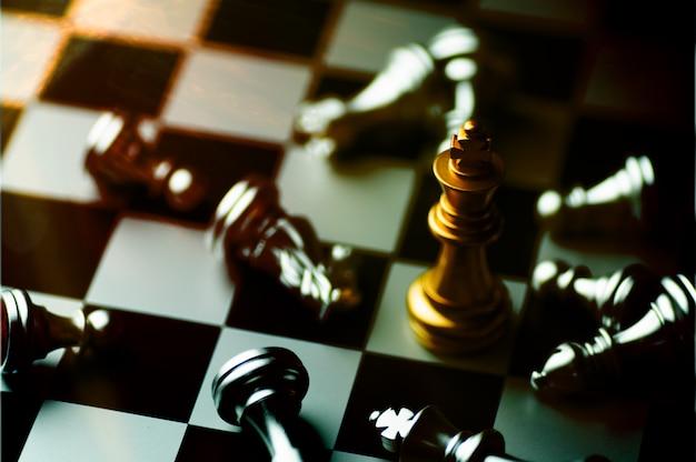 Jogo de xadrez boad para praticar planejamento e estratégia, pensamento de negócios do conceito de vencedor