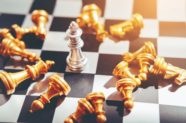 Jogo de xadrez do conceito de líder de negócio bem sucedido