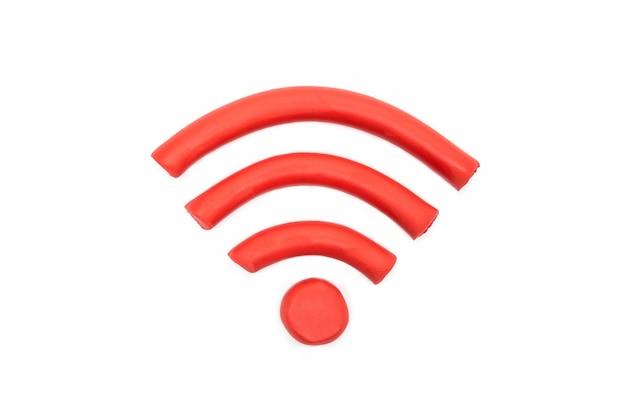 Jogue wi-fi de massa digital em fundo branco. plasticina de argila artesanal
