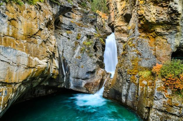 Johnston, desfiladeiro cai, em, parque nacional banff, canadense rochoso, alberta, canadá