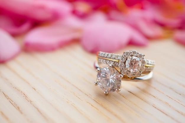 Joia anel de casamento de diamante