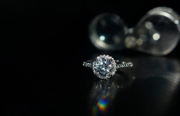 Joia ouro branco com diamante