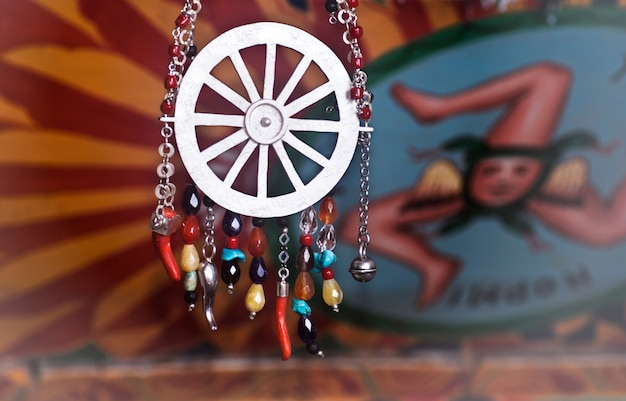 Joias artesanais inspiradas no carrinho siciliano