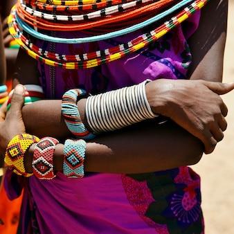 Joias artesanais maasai e decoração étnica