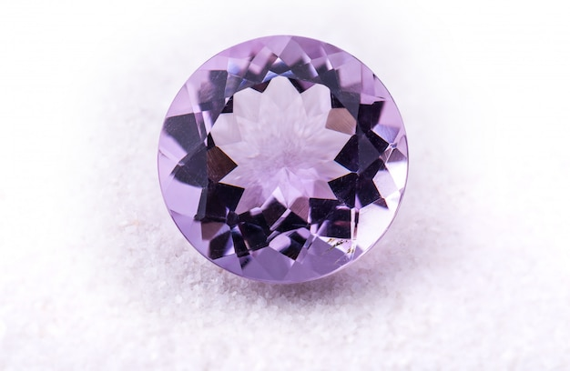 Jóias de pedras preciosas ametista roxa.