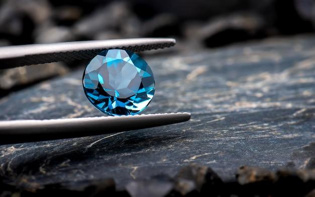 Jóias de pedras preciosas de topázio azul.