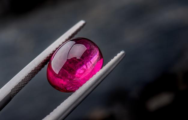 Jóias de pedras preciosas rubelix rubellus.
