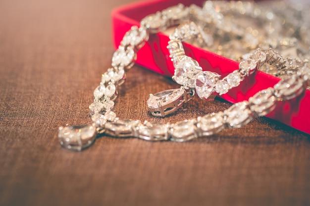 Jóias pingentes de prata e diamante em forma de coração para mulheres