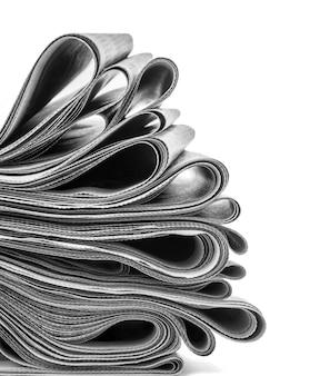 Jornais dobrados e empilhados