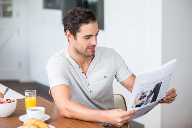 Jornal de leitura do homem
