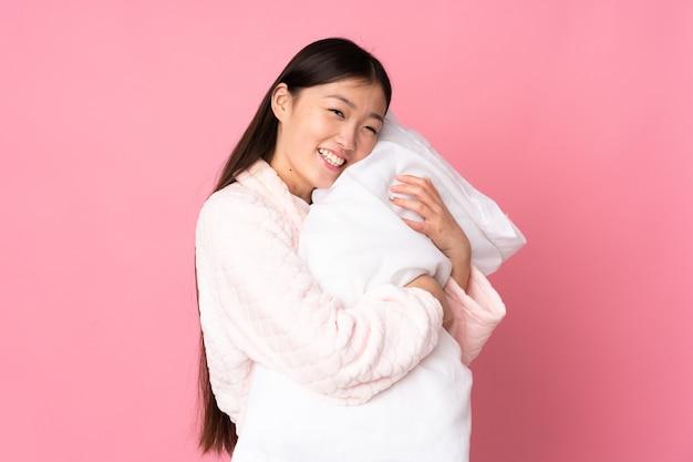 Jovem asiática de pijama