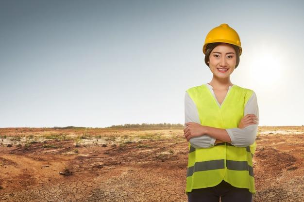 Jovem, asiático, engenheiro, mulher, com, colete refletivo