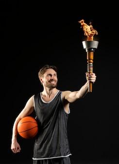 Jovem atleta atlético de basquete