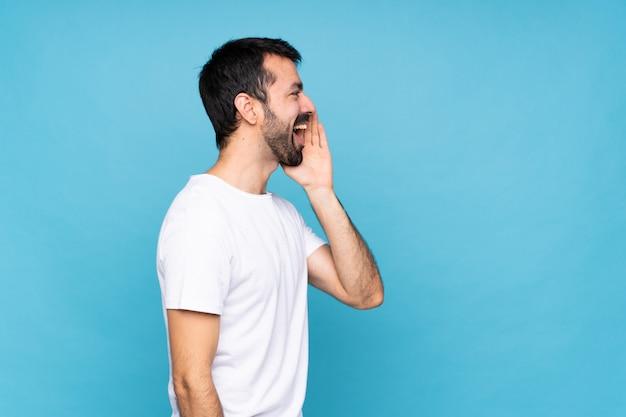 Jovem, barba, isolado, gritando, boca aberta, lateral