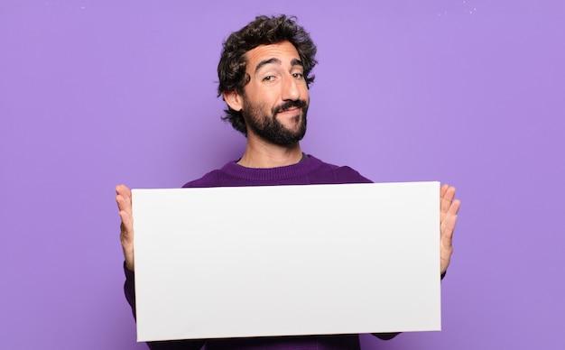 Jovem barbudo com uma faixa em branco