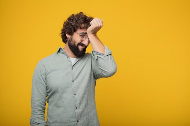Jovem barbudo empresário expressando um conceito