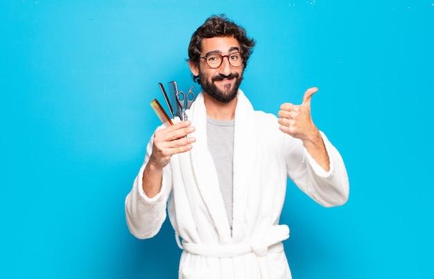 Jovem barbudo homem vestindo roupão de banho. conceito de cuidado de cabelo ou barba