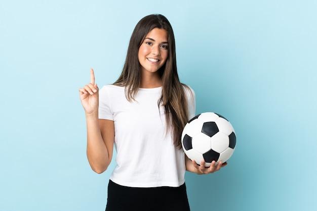 Jovem brasileira jogadora de futebol isolada