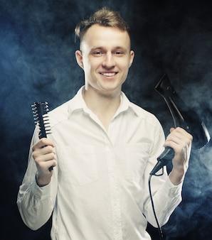Jovem cabeleireiro