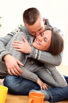 Jovem casal apaixonado