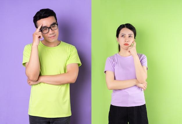 Jovem casal asiático pensando no relacionamento atual