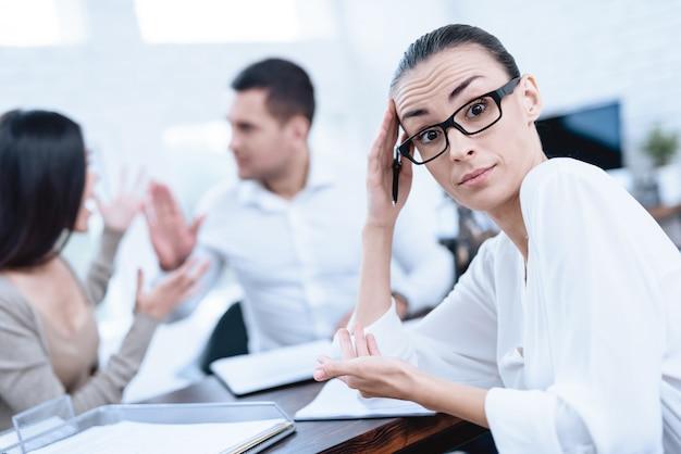 Jovem casal veio ao conceito de divórcio de advogado