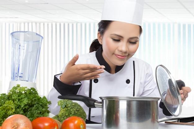 Jovem chef de cozinha
