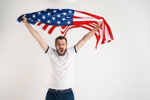 Jovem com a bandeira dos estados unidos da américa