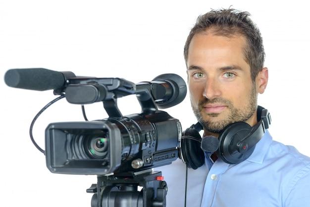 Jovem com câmera de filme profissional