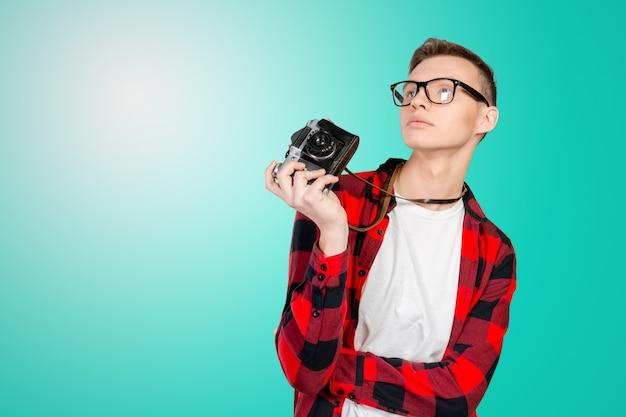 Jovem, com, um, câmera vintage