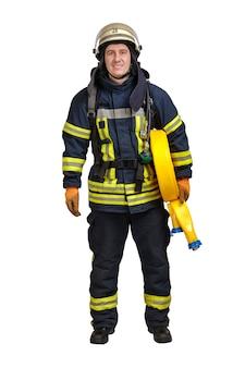 Jovem com uniforme de bombeiro e capacete