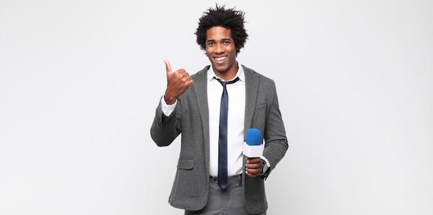 Jovem como apresentador de tv