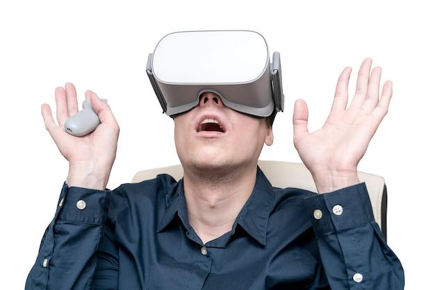 Jovem de realidade virtual.