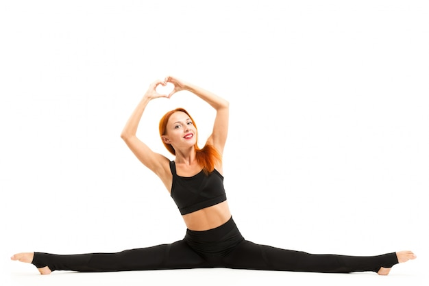 Jovem desportiva fazendo yoga asana