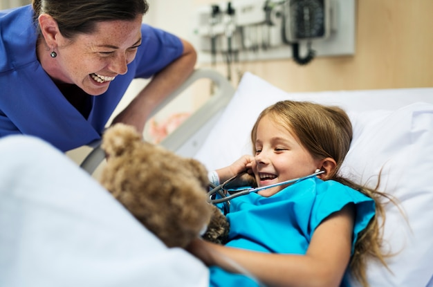 Jovem doente ficar em um hospital
