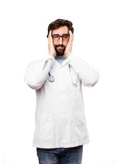 Jovem doutor expressão chata