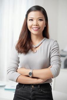 Jovem empresária asiática