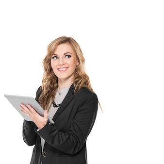 Jovem empresária feliz usando o tablet pc