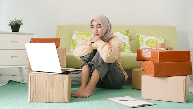 Jovem empresário asiático se sentindo chateado não está bem
