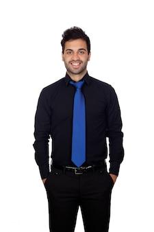 Jovem empresário com gravata azul isolada no fundo branco