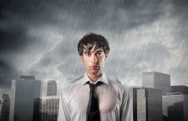 Jovem empresário em crise