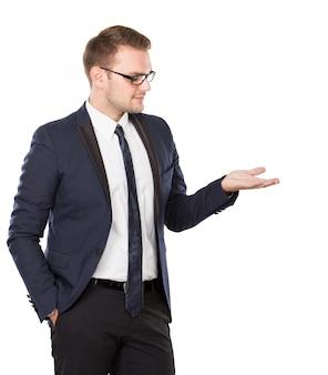 Jovem empresário levar algo na mão, conceito isolado