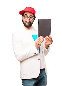 Jovem empresário louco com um livro