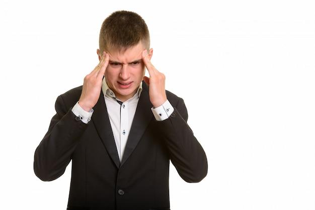 Jovem empresário tendo dor de cabeça